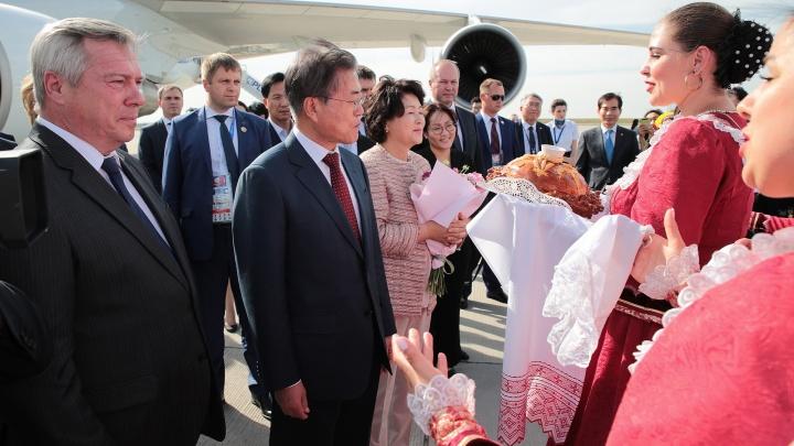 Президент Южной Кореи пришел на матч на «Ростов Арену» вместе с женой
