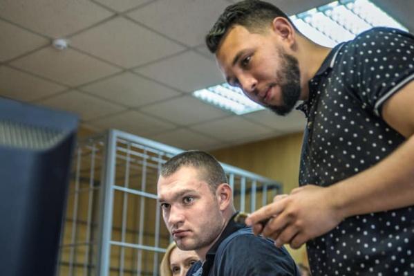 Конфликт между охранником Томинского ГОКа (слева) и Борисом Золотаревским произошёл в июне 2018 года