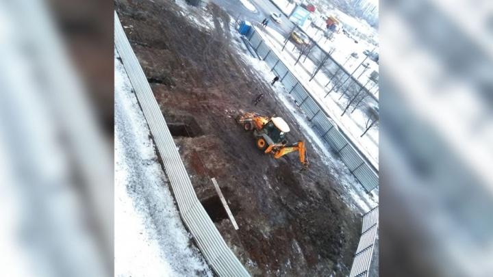 «Обнесли забором и уже копают»: на северо-западе Челябинска построят торгово-бытовой комплекс