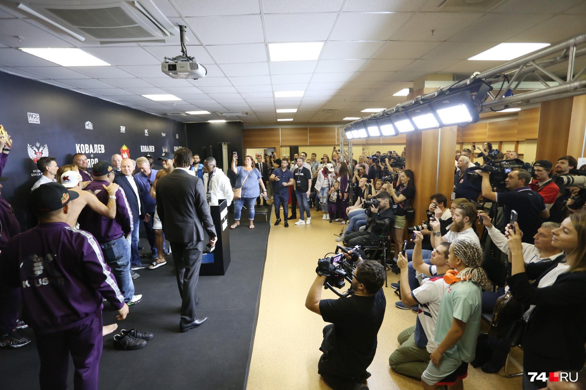 На контрольное взвешивание зрителей не пустили — только прессу