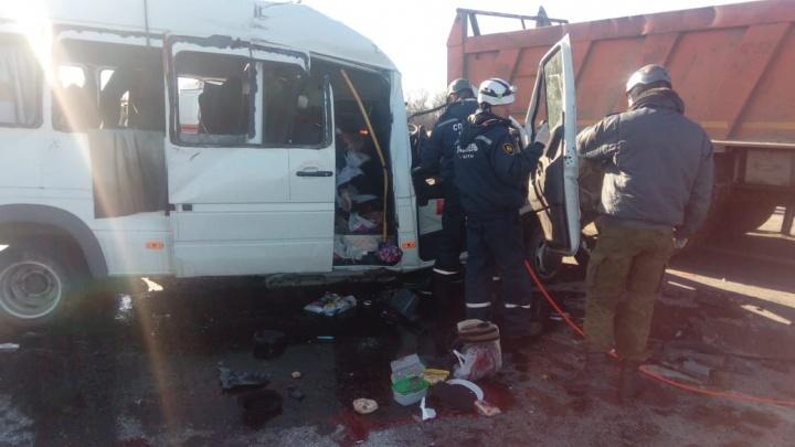 В Миллеровском районе объявили траур по погибшим в аварии под Шахтами