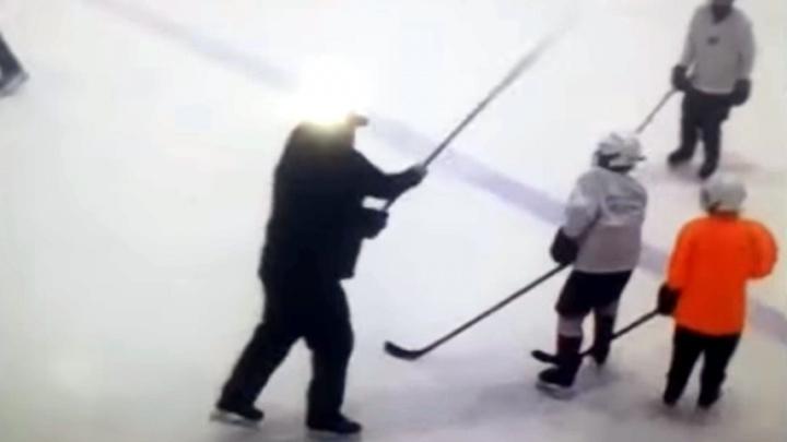 Тренера хоккейной академии «Авангарда» отстранили — он бил детей по голове клюшкой