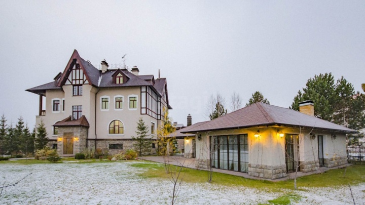 Ипотека — 950 тысяч в месяц: в Екатеринбурге выставили на продажу жилой замок