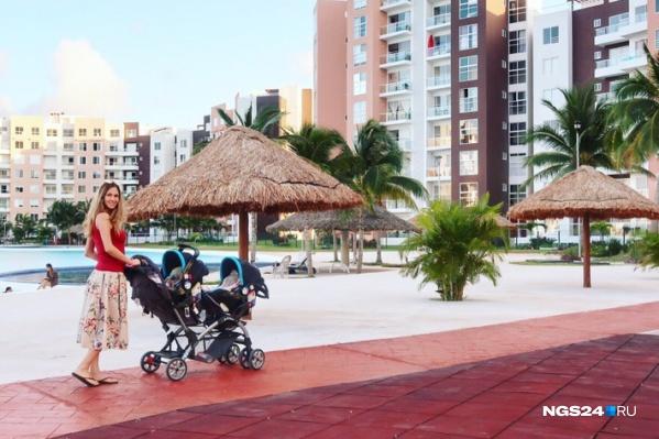 В Мексику семья переехала осенью 2018 года. До этого ребята 3 года путешествовали с двумя старшими сыновьями по миру