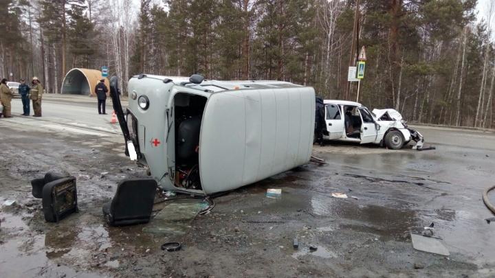 Под Екатеринбургом девушка на Nexia вылетела на встречку и опрокинула санитарный УАЗик