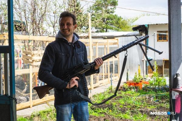 КорреспондентNGS55 не упустил возможности сделать фото снемецким пулемётом MG-34