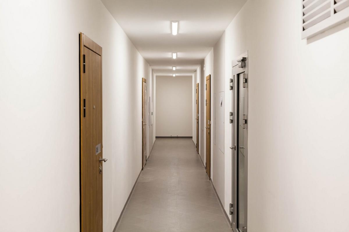 «Попадаешь в подъезд — и становится не по себе»: почему уральцы массово переезжают из старых квартир
