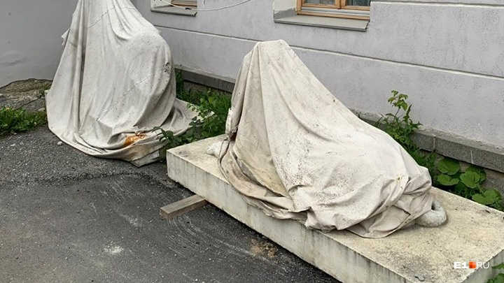 В четверг мэрия покажет, как идет реставрация львов из сквера за Оперным, которая даже не началась