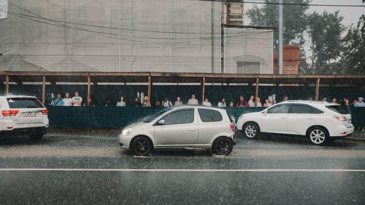 На Тюмень надвигается разрушающий ветер с дождем