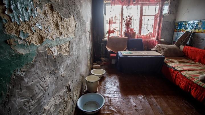 Волгоградские чиновники признали метры в коммуналке у сироты полноценным жильём