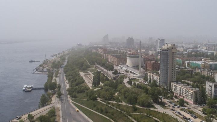 Центр Волгограда накрыла пыльная буря