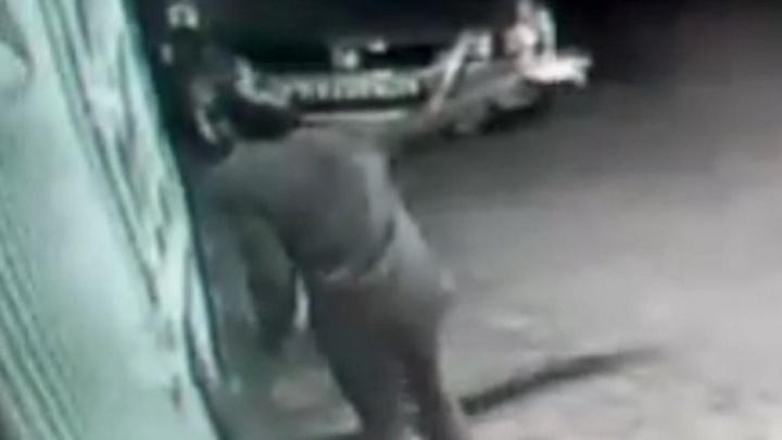 Житель Башкирии случайно поджег машину, пытаясь слить бензин
