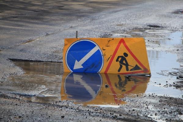 По словам губернатора, в регионе в год строится более 100 километров дорог<br>