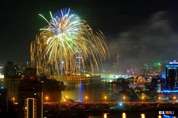 Салют в День города - одна из самых популярных фото в нашем аккаунте