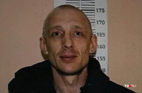 Ориентировка на Алексея Яркова, подозреваемого в убийстве девушки, появилась накануне, 8 сентября, в социальных сетях