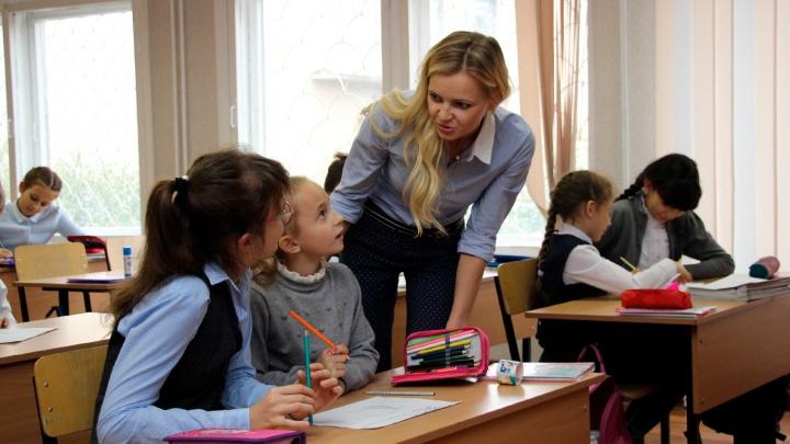 Никакой домашки: омским учителям посоветовали не давать школьникам задания на новогодние праздники