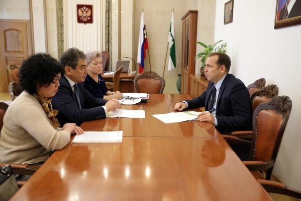Вадим Шумков и Марк Курцер обсудили возможность сотрудничества региона и компании при лечении бесплодия