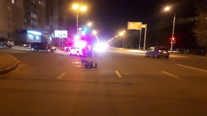 «Катаю аккуратно, стаж вождения два года»: в Уфе в аварию угодил мотоциклист без прав