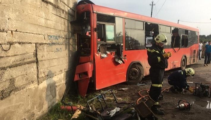 Пострадавшие в ДТП с автобусом № 53 пожаловались на отсутствие компенсаций. Что говорят в мэрии?