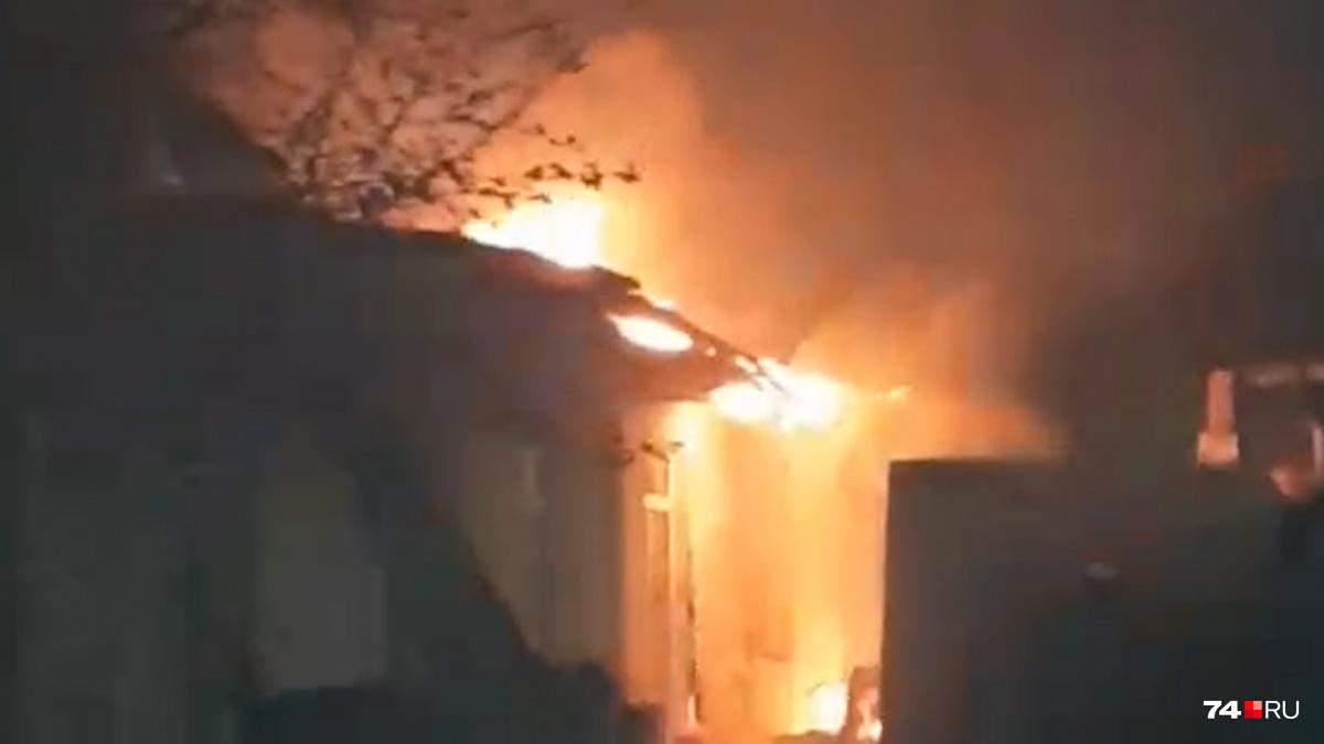Предварительная причина пожара — неосторожное обращение с огнём