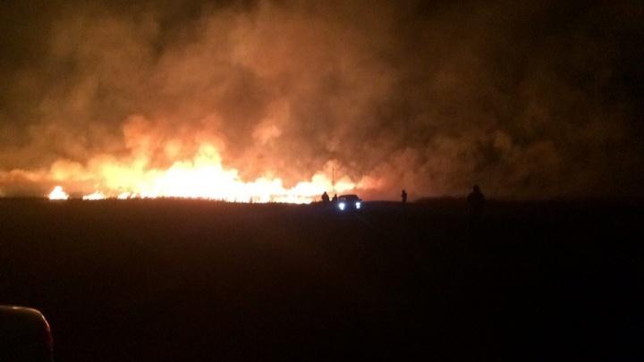 Ночное зарево: масштабный пожар произошёл возле управления «Газпрома» под Челябинском