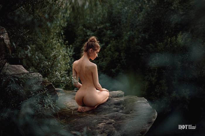 В 2017 году календарь снимал известный портретист Георгий Чернядьев