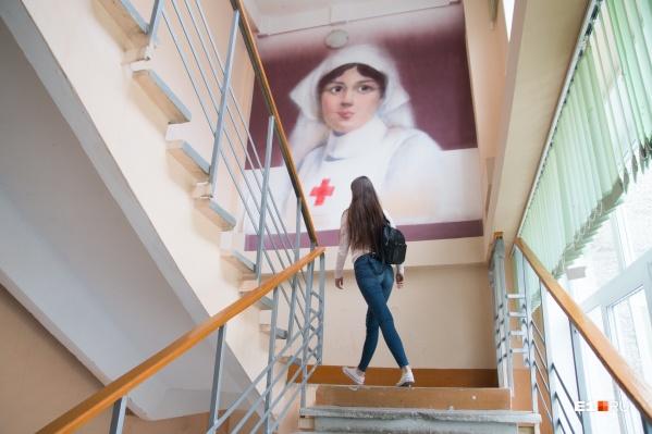 Абитуриенты, поступающие на медицинские специальности, проходят психологическое тестирование