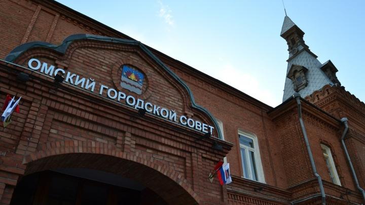 В Омске закрыли уголовные дела двух депутатов, чьи помощники отдыхали за границей в рабочее время