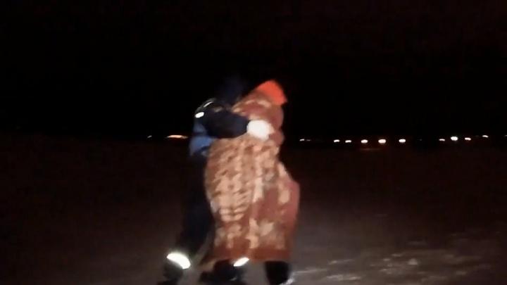 «Был дезориентирован»: в Челябинске спасли мужчину, замерзавшего на льду Шершнёвского водохранилища