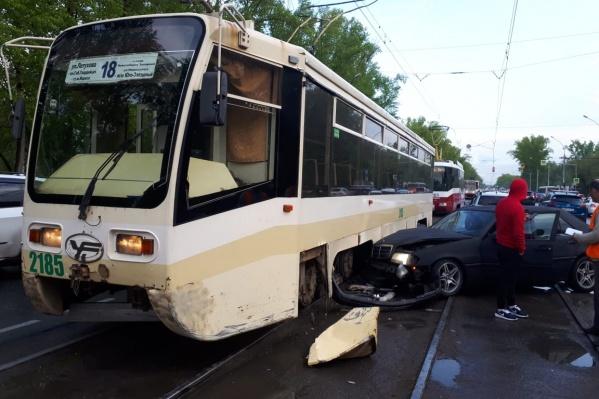 Авария случилась недалеко от здания по адресу Сибиряков-Гвардейцев, 51/1 рядом с площадью Кирова