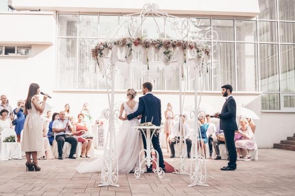 За первое полугодие в регионе поженились 7596 пар