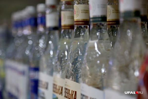 В дни запретов витрины с алкоголем завешивают черным полотном или клеят на полку предупреждение