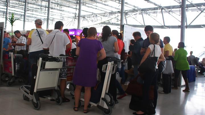 Новосибирские туристы застряли во Вьетнаме из-за поломки самолета
