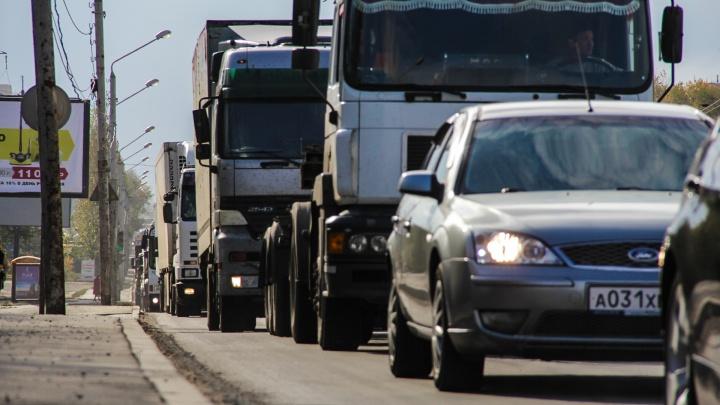 Объезжай, если можешь: под Ростовом образовалась 12-километровая пробка