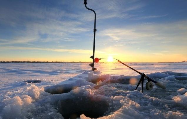 В Пермском крае спасатели сняли рыбака с отколовшейся льдины