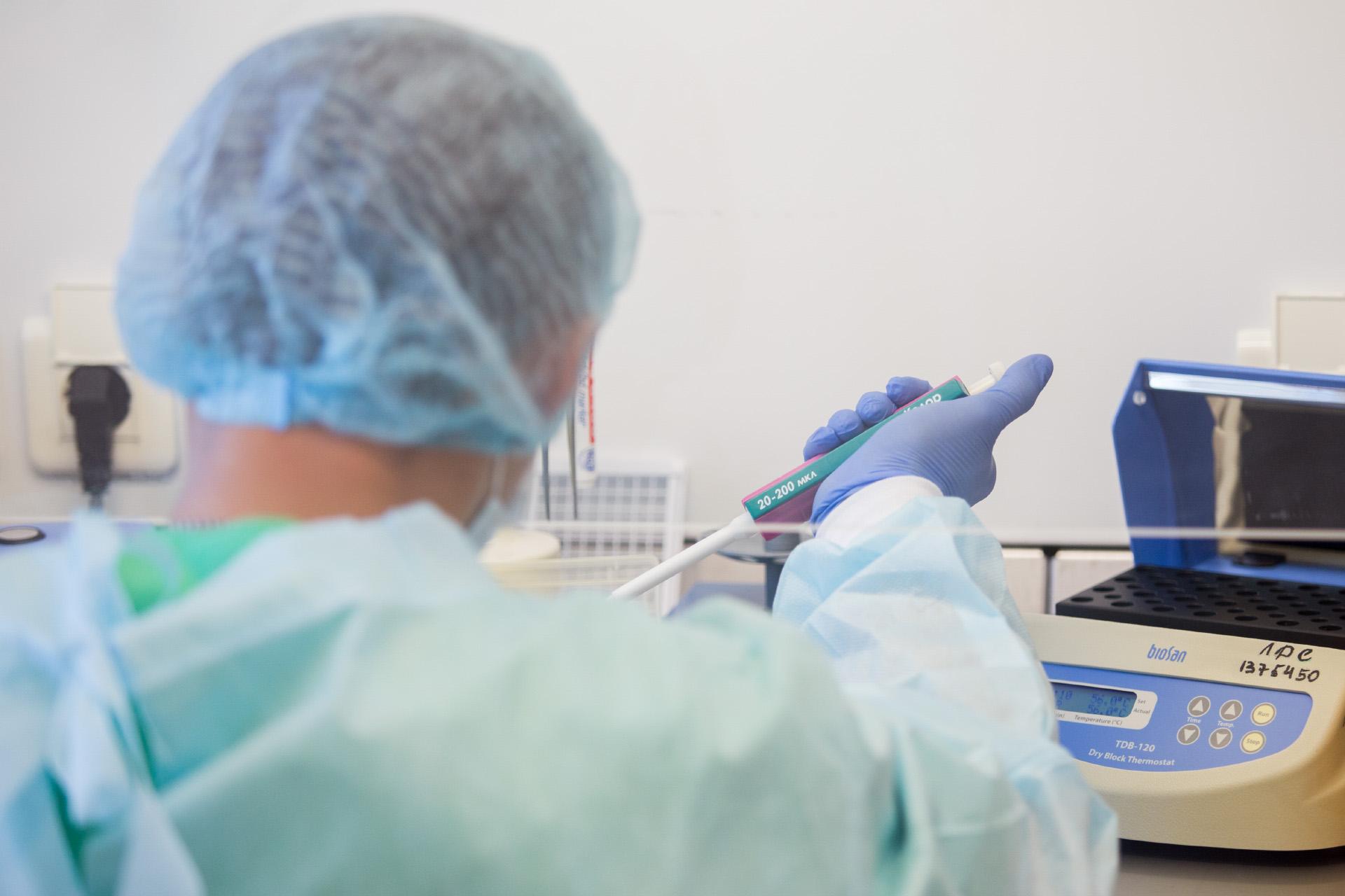 Эффективность препарата для конкретного пациента сначала проверяют в лаборатории