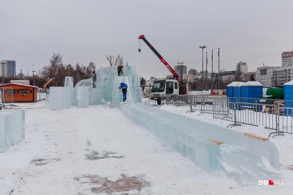 Пермяк запустил коптер над эспланадой в декабре, когда строился ледовый городок