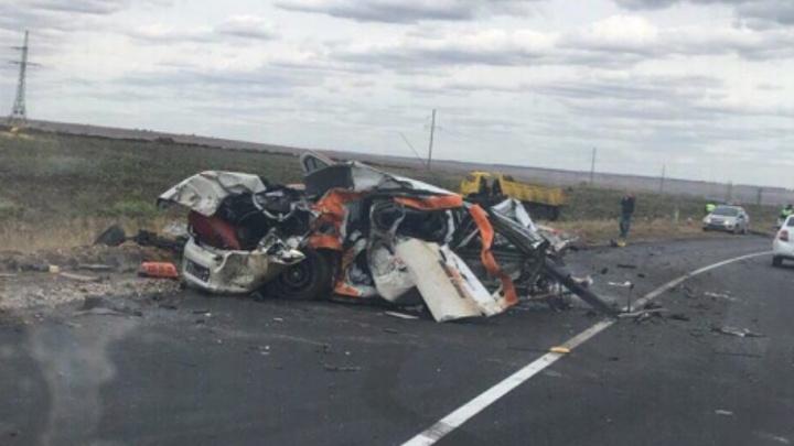 «Рено» расплющило под КАМАЗом: в Самарской области насмерть разбился водитель иномарки