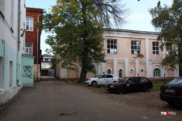 Московская компания попросила разрешить стройку на территории стадиона за школой бокса