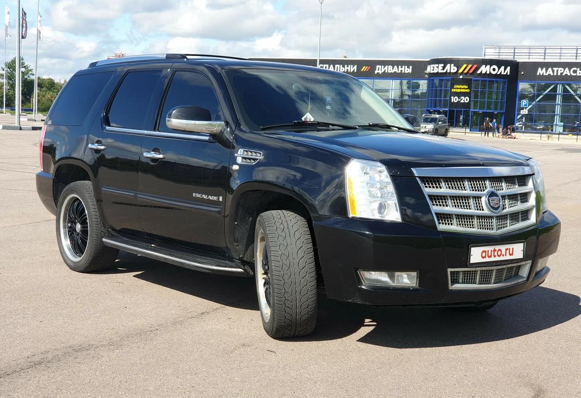 Огромный Cadillac Escalade стоит как легковушка