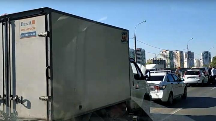 Так себе утро: из-за массового ДТП на Южном шоссе образовалась огромная пробка