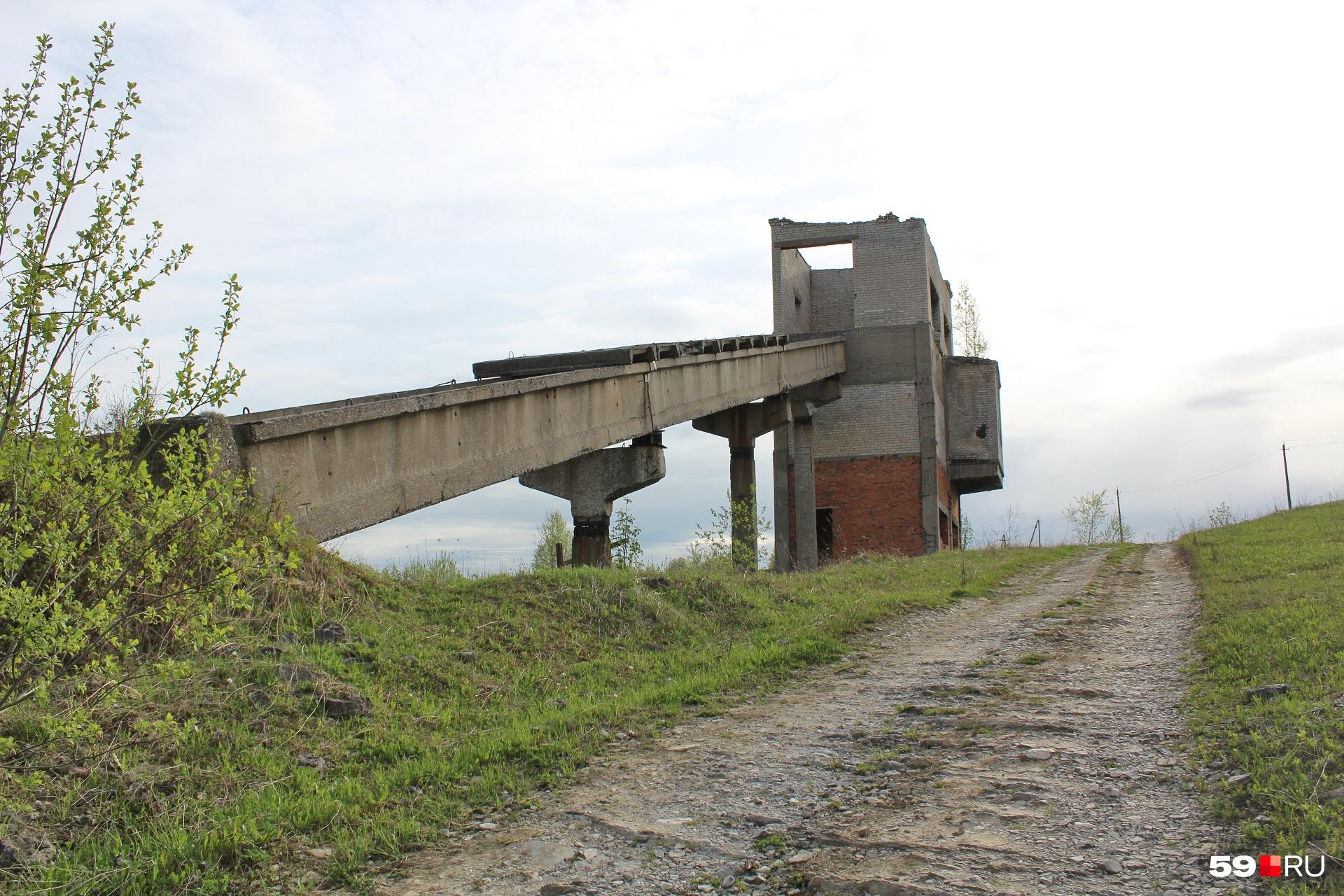 Может быть, это и есть бывшая шахта?