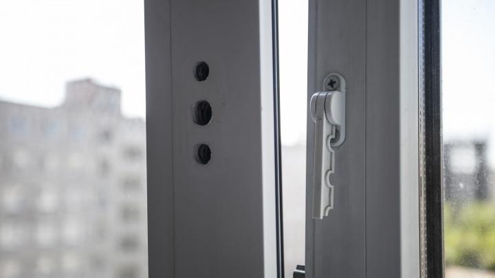 Женщина выпала из окна 9-этажного дома в Заельцовском районе Новосибирска