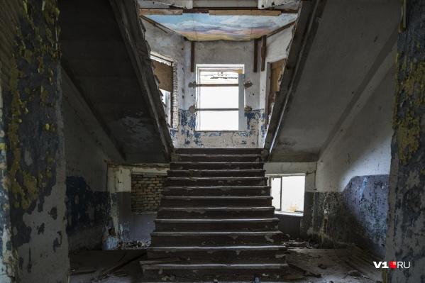 Тело обнаружили в заброшенном здании воинской части