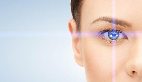Навели резкость: как решиться на операцию по коррекции зрения и что ждет после