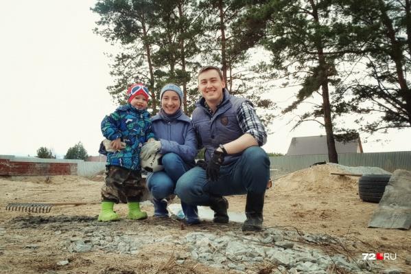 Повестка в суд, который должен решить дальнейшую судьбу участка, пришла на имя молодой матери и её трехлетнего сына