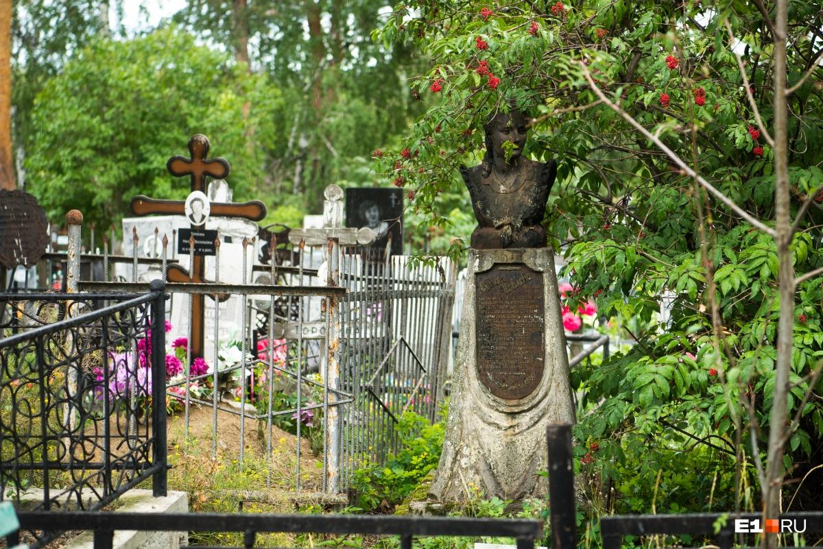 Надгробие на могиле Аиды Иовлевой