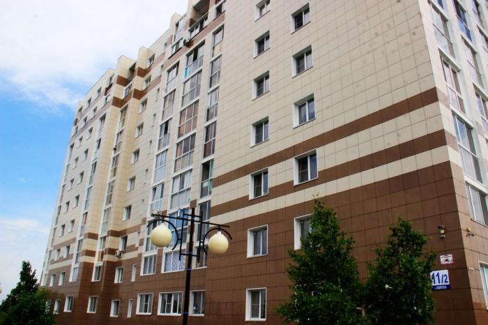 Девочка выпала из окна многоэтажного дома  №11/2 на улице Попова