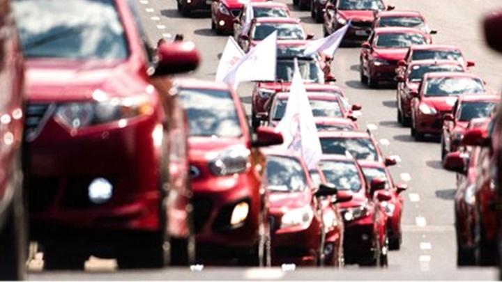 «Красная Армия» устраивает «Парад красных машин»