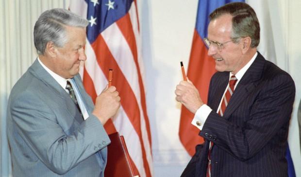 Джордж Буш — старшийподдержал первого президента России